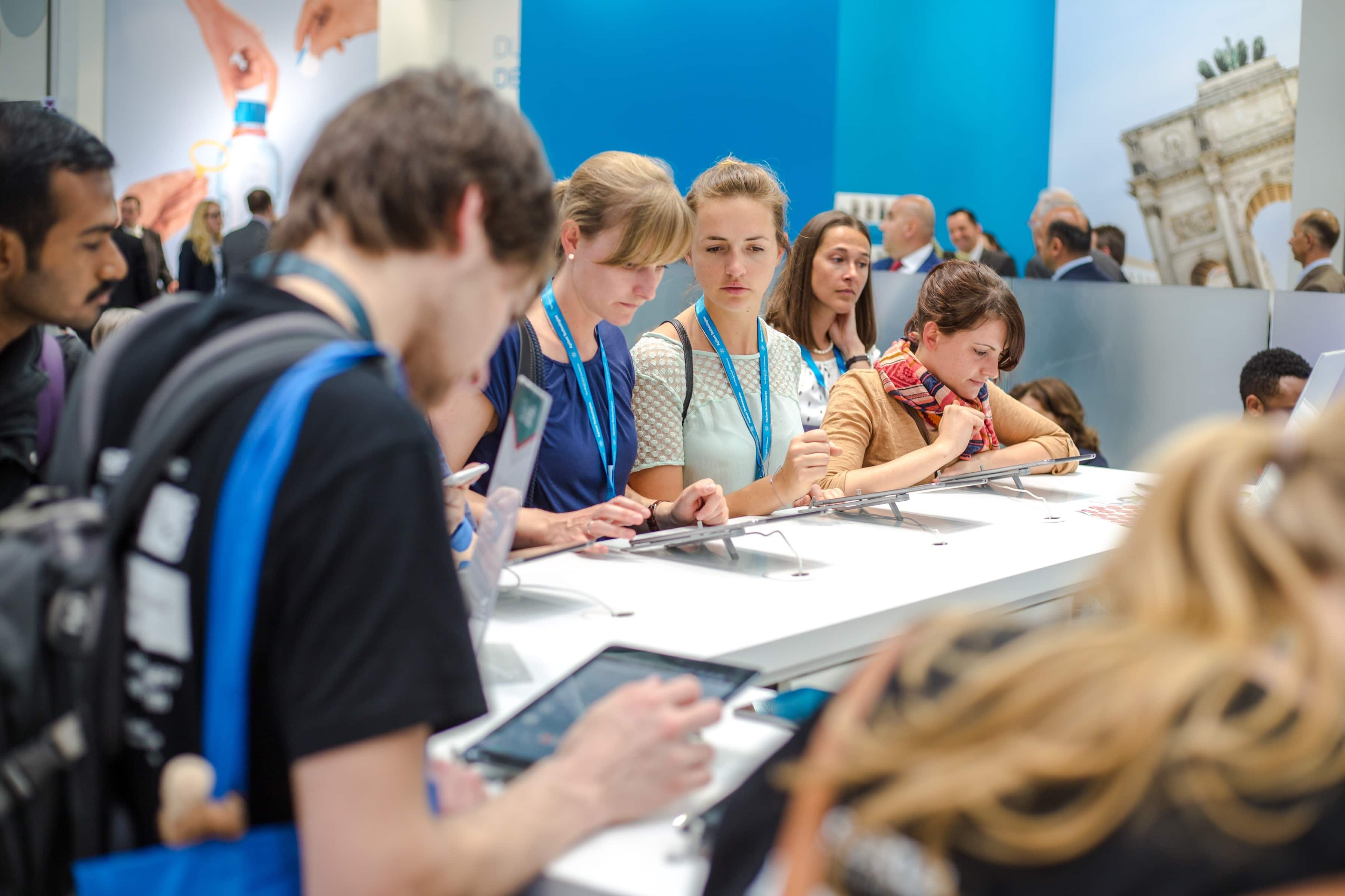 keep attendees in your booth with trade show trivia game