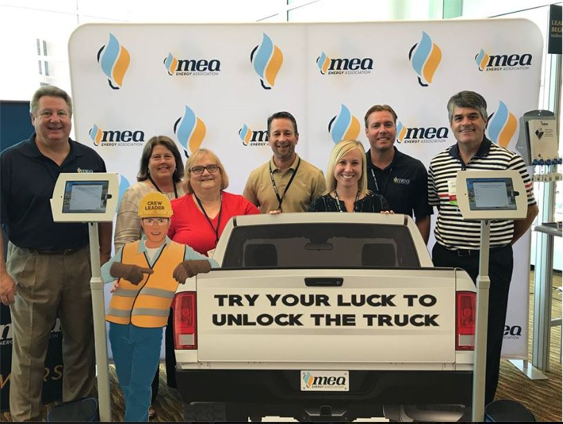 Interactive trade show game for MEA with happy team and great exhibit signage