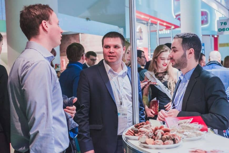 Food hospitality to invite attendees to visit a trade show booth